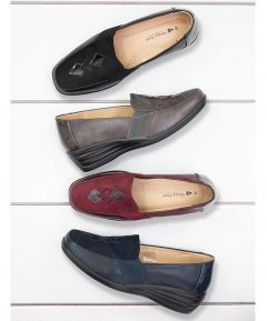Delia - Loafer with Diamond Detail